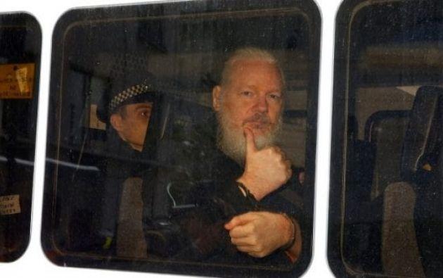Assange es objeto de una amenaza de extradición a Estados Unidos, donde podría ser condenado con hasta 175 años de prisión por espionaje. Foto: AFP