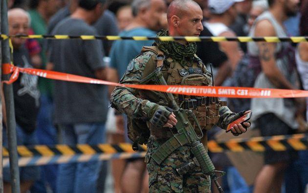 El Batallón de Operaciones de la Policiales Especiales (BOPE) de la Policía Militar se desplazó hasta lugar para negociar con el hombre. Foto: AFP.