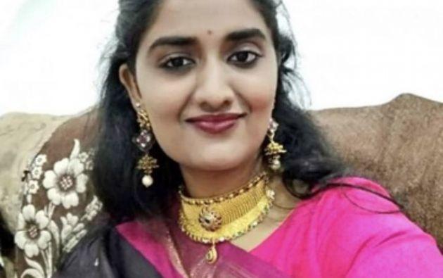 La víctima, de 26 años, fue engañada por cuatro hombres que la llevaron a la fuerza a una habitación donde la violaron en grupo y asfixiaron, y después quemaron su cuerpo.