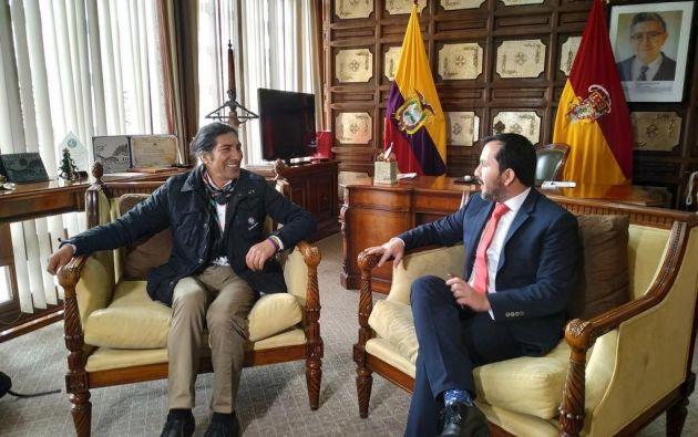 Iván Granda (d.), ministro de Inclusión Económica, se reunió con Yaku Pérez, prefecto de Azuay. Foto:http://www.azuay.gob.ec/