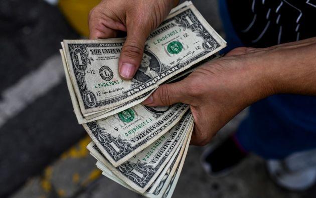 """Maduro ha debido recular. Llegó a hablar del """"dólar criminal"""" hace años. Foto: AFP"""