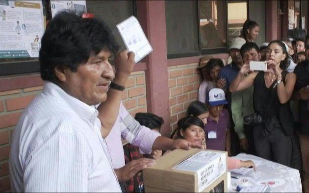 """Según el informe """"las manipulaciones e irregularidades señaladas no permiten tener certeza sobre el margen de victoria del candidato (Evo) Morales"""". Foto: AFP."""