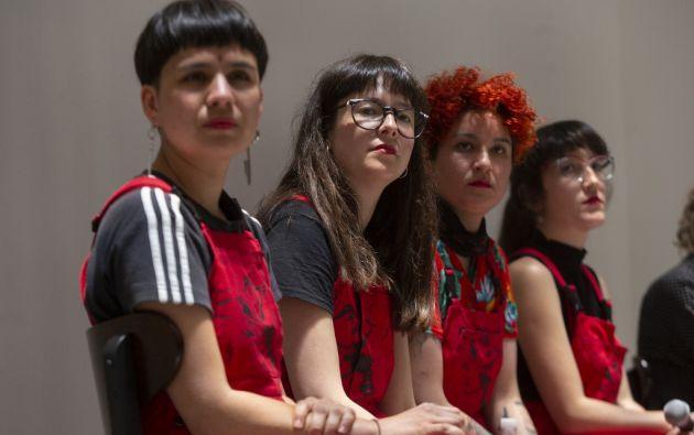 """Cuatro mujeres chilenas conforman el colectivo LasTesis que creó el performance """"Un violador en tu camino"""". Foto: AFP."""