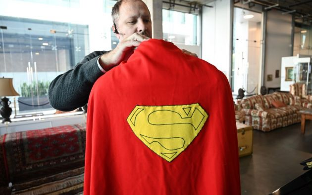 """Se subasta el accesorio que Christopher Reeve usó en sus tres películas como el """"Hombre de acero"""". Foto: AFP."""