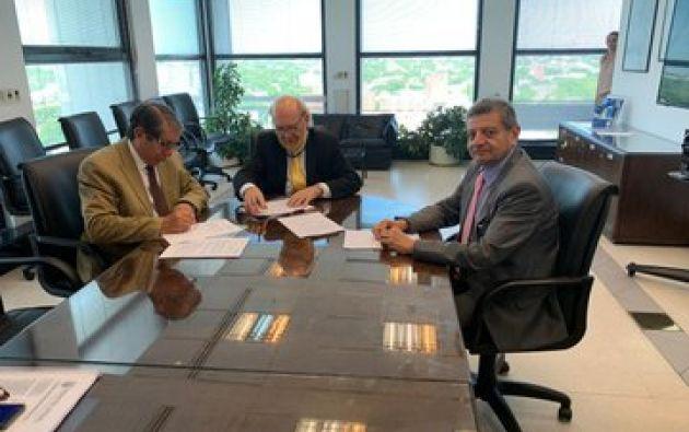 Vicemininstro de Electricidad, Gonzalo Uquillas, se reunió con el gerente de UTE, Carlos Pombo, y el director de Arconel, Bolívar Lucio. Foto: Ministerio de Energía.