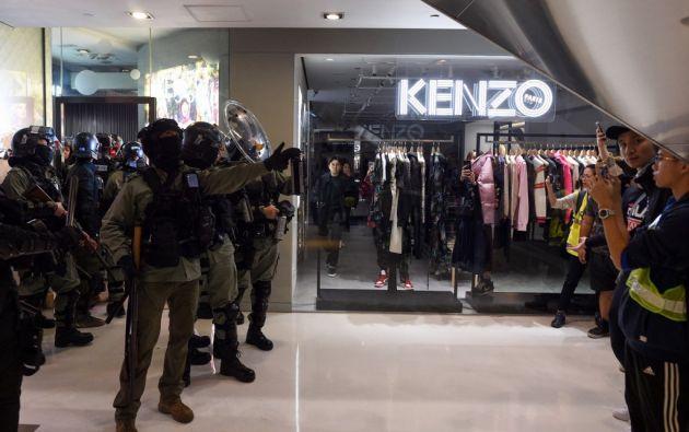 """Protestas """"flashmob"""" (rápidas y espontáneas) y actos de vandalismo se produjeron en varios centros comerciales. Foto: AFP."""