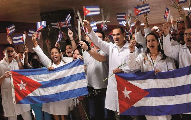Los cubanos recibían 25% del salario que les pagaba el país receptor y el 75% era depositado en otra cuenta.