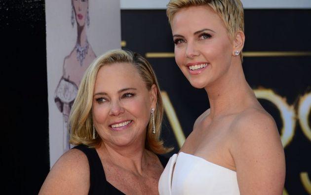 La actriz sudafricana asegura sentir una profunda admiración por su madre, Gerda Maritz. Foto: AFP.