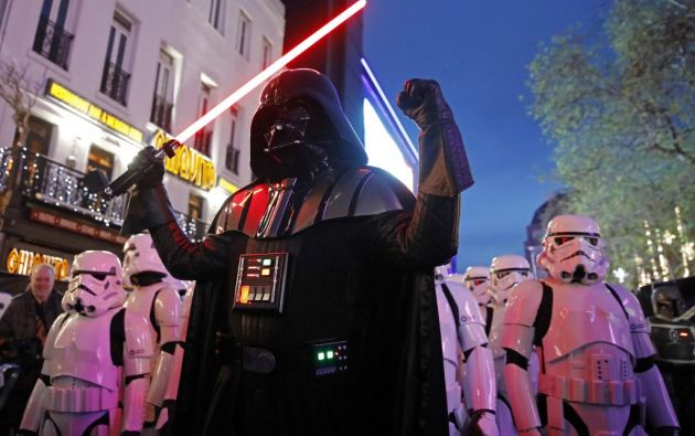 Darth Vader: un villano enmascarado y uno de los personajes más reconocidos de la historia del cine. Foto: AFP