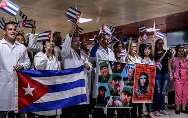 Desde Brasil, El Salvador, Ecuador y Bolivia, unos 9.000 médicos cubanos fueron repatriados en el último año.