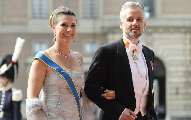 Marta Luisa, primogénita de los reyes noruegos, y el escritor y pintor Ari Behn contrajeron matrimonio en 2002. Foto: AFP.