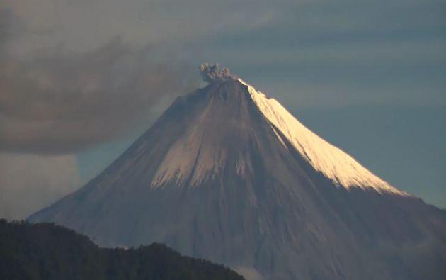 El Sangay, de 5.230 metros de altura sobre el nivel del mar, se ubica en la llamada Cordillera Real, un ramal de los Andes que se adentra en la provincia de Morona Santiago.