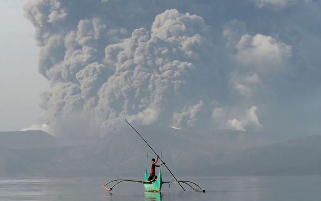 Las autoridades declararon alerta roja en Manila ante el riesgo para la salud que entraña la proximidad del volcán. Foto: AFP.
