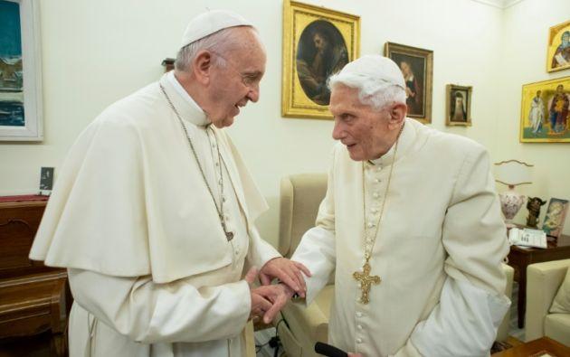 Francisco reafirmó este lunes su apego al celibato de los sacerdotes, salvo casos excepcionales. Foto: AFP