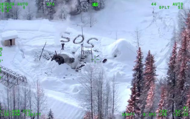 En un video publicado el viernes en Facebook por las autoridades locales, Tyson Steele, de 30 años, aparece haciendo señales hacia el helicóptero. Foto: Reuters.