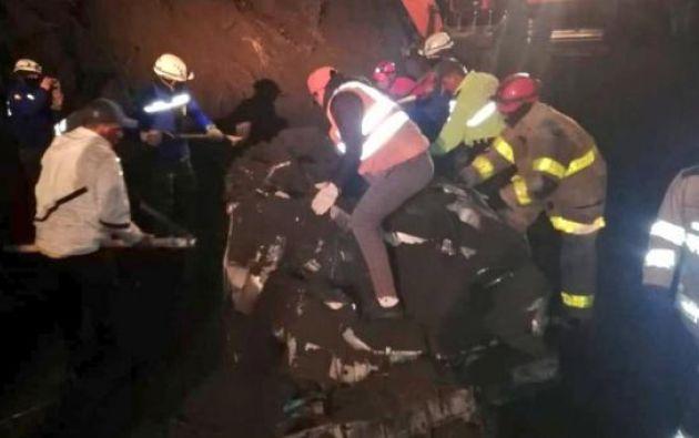 El derrumbe ocurrió en el sector Cotaló, en el kilómetro 35 de la vía Penipe-Baños. Foto Cortesía.