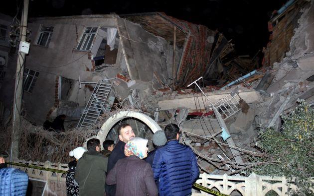 Al menos 4 personas han fallecido por el sismo de magnitud 6,8 que sacudió hoy Turquía. Foto: Reuters.