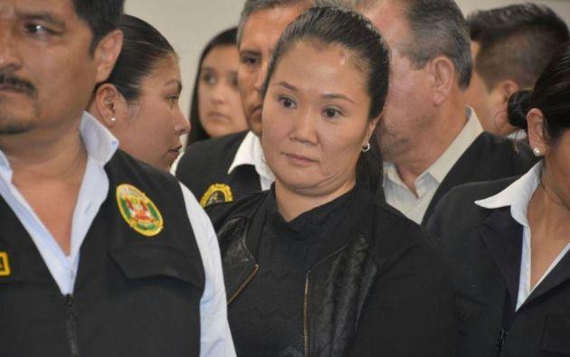 Keiko Fujimori es escoltada por agentes de policía después de que un juez le ordenó que volviera a la cárcel. Foto: Reuters.