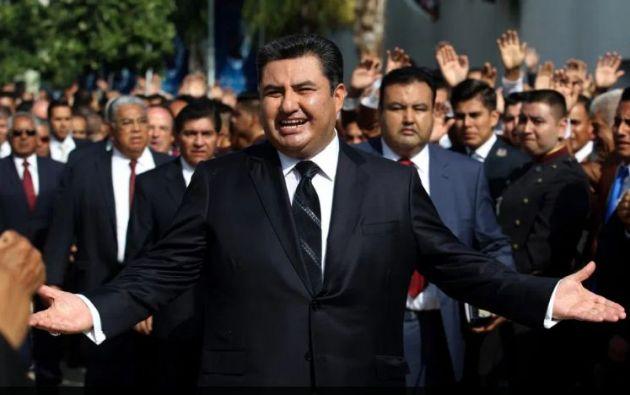 Naasón Joaquín está bajo arresto en la cárcel del condado de Los Ángeles.