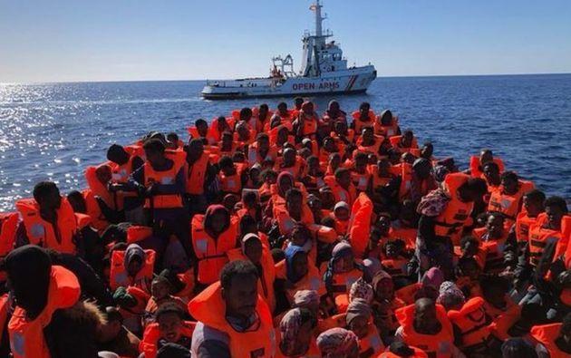 El Open Arms es actualmente el único barco humanitari.o en la zona del Mediterráneo central