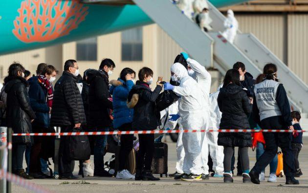 La temperatura de los pasajeros se comprobó en el momento de la facturación y antes del embarque. Foto: AFP