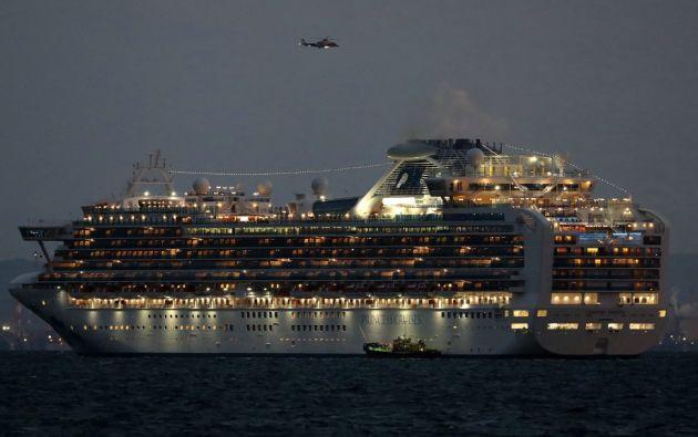 Las autoridades japonesas ordenaron que el crucero Diamond Princess permaneciera anclado en el puerto de Yokohama.  Foto: AFP