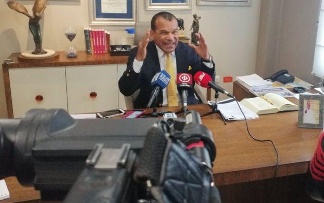 Salazar dijo que todo es político, que a él y a su esposa los tienen en la mira y les quieren endilgar de todo.