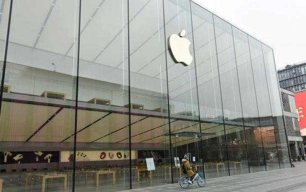 Envejecimiento prematuro y voluntario de los modelos antiguos de iPhones. Foto: Reuters