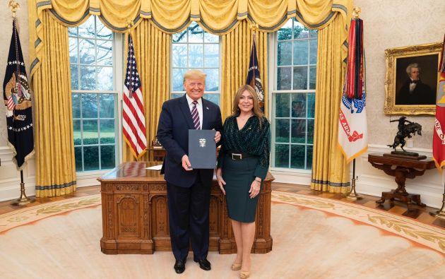 """La embajadora añadió que era """"un honor"""" presentar sus cartas credenciales a Trump."""