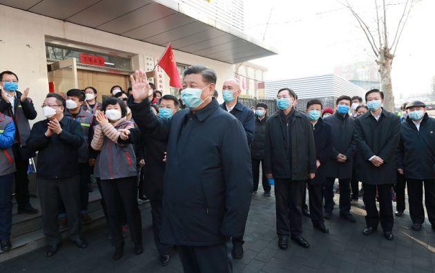 Este lunes, por primera vez, el presidente chino Xi Jinping apareció en público con una máscara de protección.  Foto: Reuters