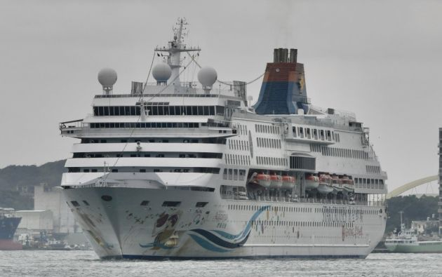 Japón prohibió atracar a todo crucero que lleve algún enfermo a bordo. Foto: AFP