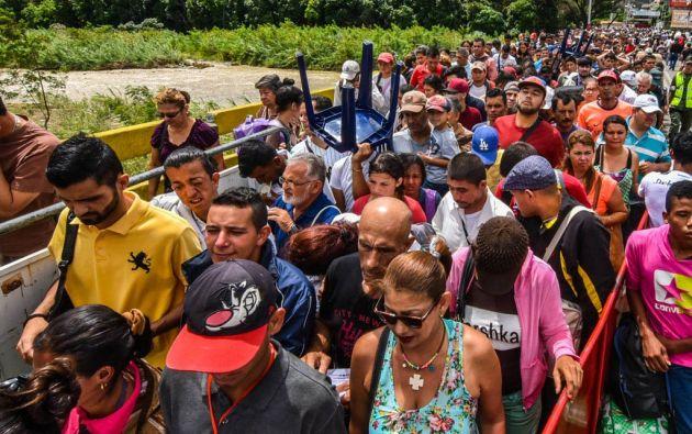Un grupo de venezolanos ingresan a Ecuador a través de su frontera norte. Foto: Archivo.