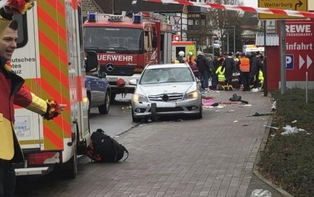 El atropello de al menos 30 personas, entre ellos niños, este lunes en un desfile de carnaval en Volkmarsen (centro de Alemania) fue intencionado. Foto: AFP.