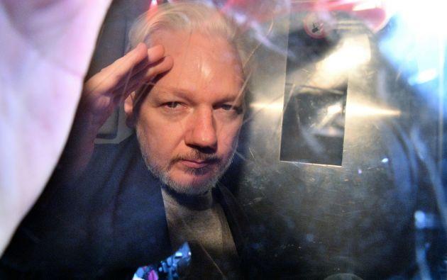 Diez años tras la difusión de miles de documentos confidenciales sobre actividades militares y diplomáticas estadounidenses, este lunes comenzó el proceso de extradicción de Assange a Estados Unidos. Foto: AFP.