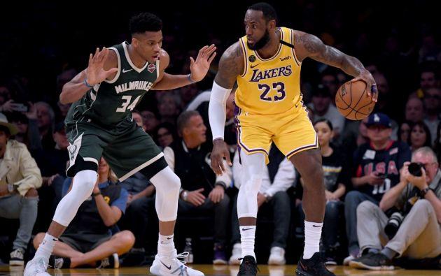 NBA quiere que equipos se preparen para jugar sin público. Pero Lebron James (23) rechazó esa posibilidad. Foto: AFP.