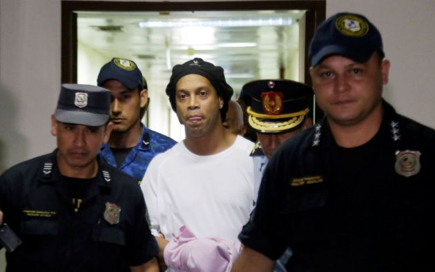 Ronaldinho en la cárcel de Paraguay. Foto: Reuters.