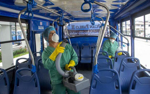 Las demás rutas de buses urbanos quedan suspendidas. Foto: AFP