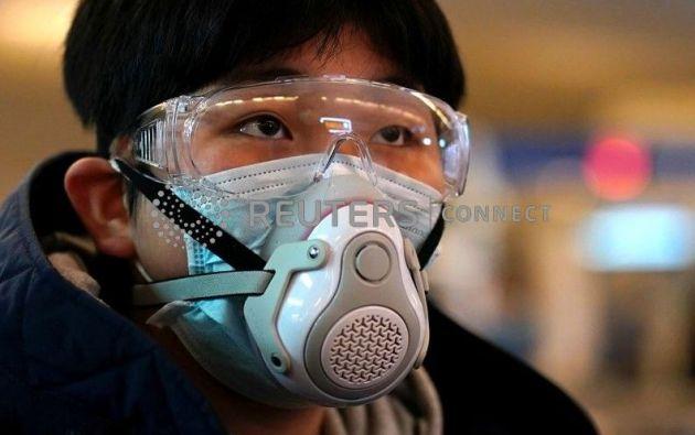 Una de las precauciones para evitar el contagio es el uso de mascarilla | REUTERS