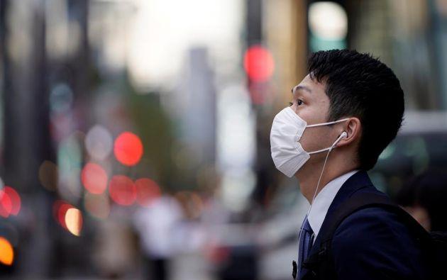 El uso de mascarillas no se requiere para gente saludable, vuelve a insistir la OMS. Foto: EFE.