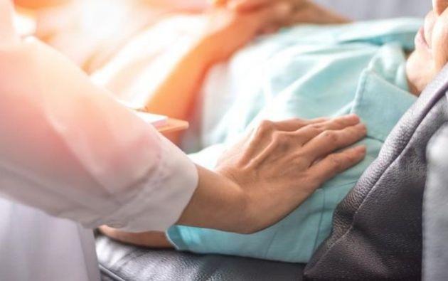 Una enfermera logró contactar a una hija antes el fallecimiento de su madre.