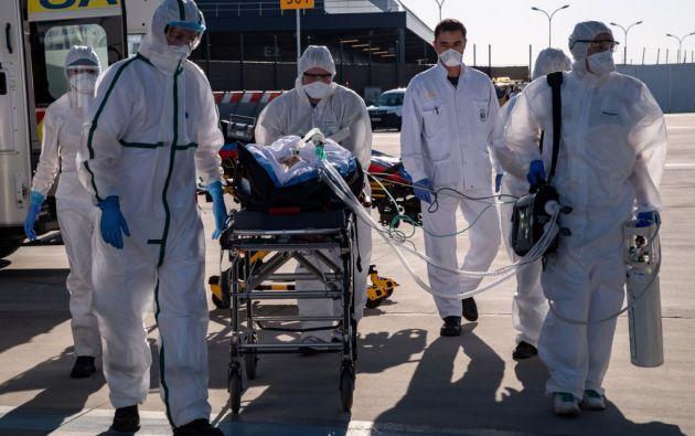 Hasta el 4 de abril, 1,05 millones de personas están contagiadas con el Covid-19, un virus que ya afecta a 207 países y territorios del mundo. Foto: AFP.