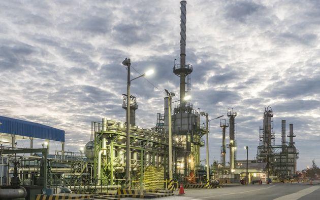 La Refinería de La Libertad, en Santa Elena, suspende sus operaciones de forma parcial desde el sábado 4 de abril. Foto: Petroecuador.