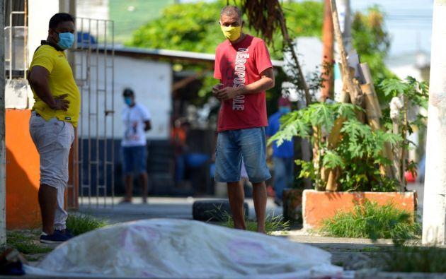 El vicepresidente Otto Sonnenholzner se disculpó por las imágenes de fallecidos en las calles y casas de Guayaquil. Foto: AFP.