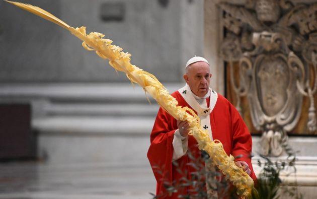El Papa Francisco celebró la misa de Ramos sin fieles. Foto: AFP.
