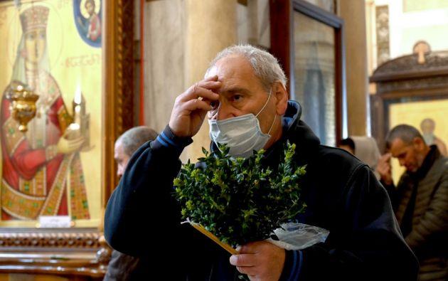 Iglesias desiertas, ceremonias sin fieles, las misas a través de las pantallas...Foto: AFP