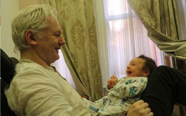 El australiano, a quien Estados Unidos quiere juzgar por espionaje, es padre de dos niños con Stella Morris.