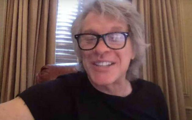"""""""Si no puedes hacer lo que haces… ¡Haz lo que puedas!"""", escribió el cantante en las redes sociales de la Fundación Jon Bon Jovi."""