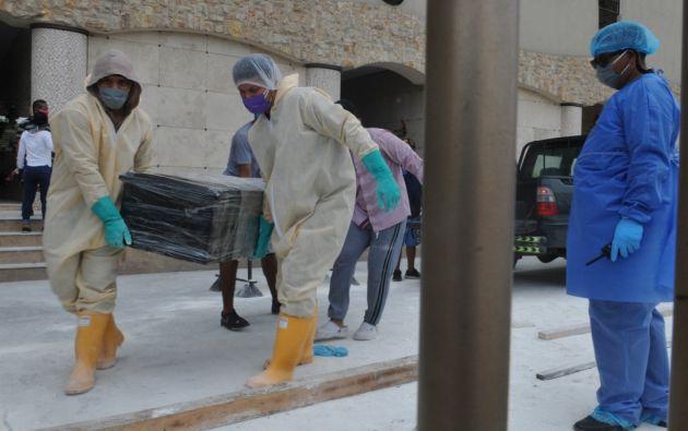 En enero se reportan 1.943 defunciones, 1.679 en febrero, 4.236 en marzo y 6.703 en abril. Foto: AFP