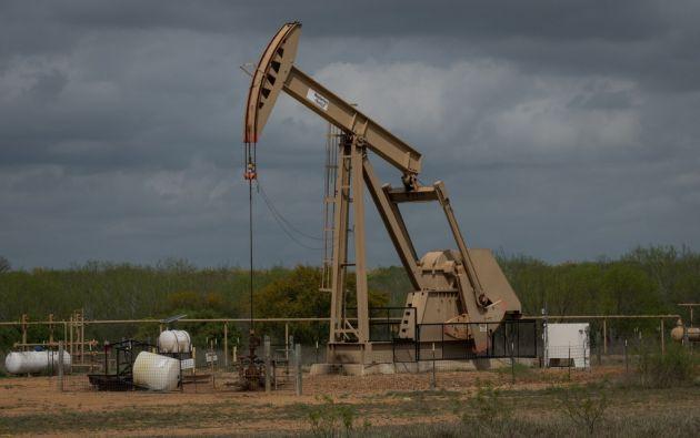 El petróleo nunca había caído por debajo de 10 dólares desde la creación de estos contratos a futuro en 1983. Foto: AFP