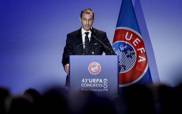 """Aleksander Ceferin, presidente del ente rector del fútbol europeo, señala que las medidas especiales serán por un tiempo determinado. """"Los estadios llenos, volverán"""", afirma."""